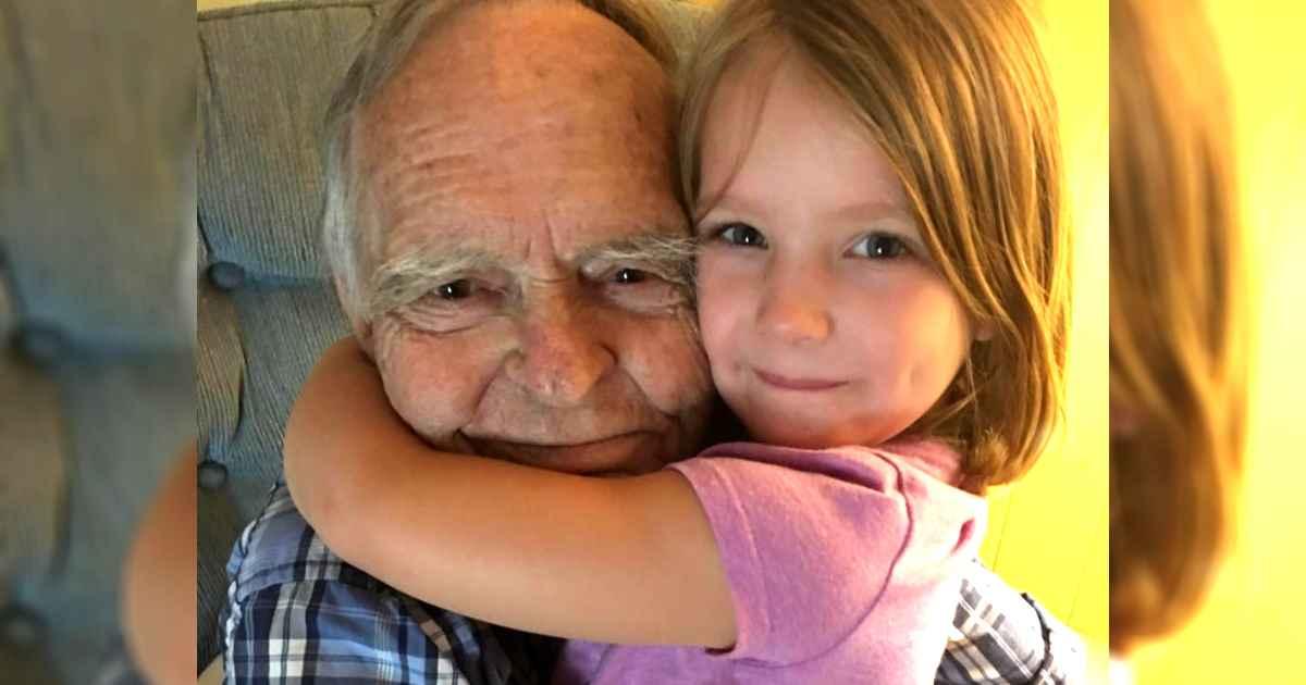 little-girl-befriends-man-in-grocery-store