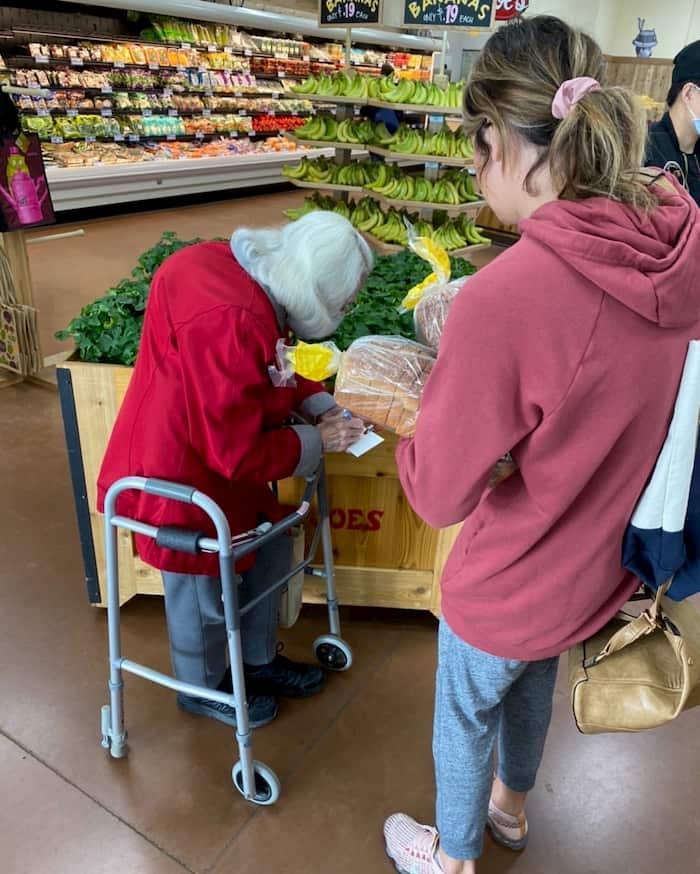 girl-helps-scared-elderly-couple-shop-2