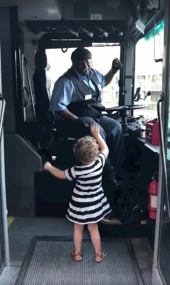 bus-driver-dance-with-little-girl-3