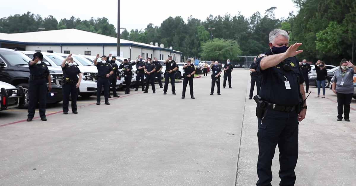 texas-police-prays-for-colleague-battling-coronavirus
