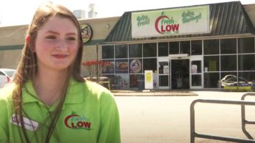 cashier-pays-for-customer-Elizabeth-Taylor