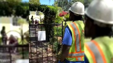 utility-worker-sings-to-resident