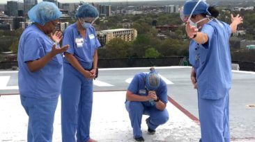 nashville-nurses-pray-at-helipad