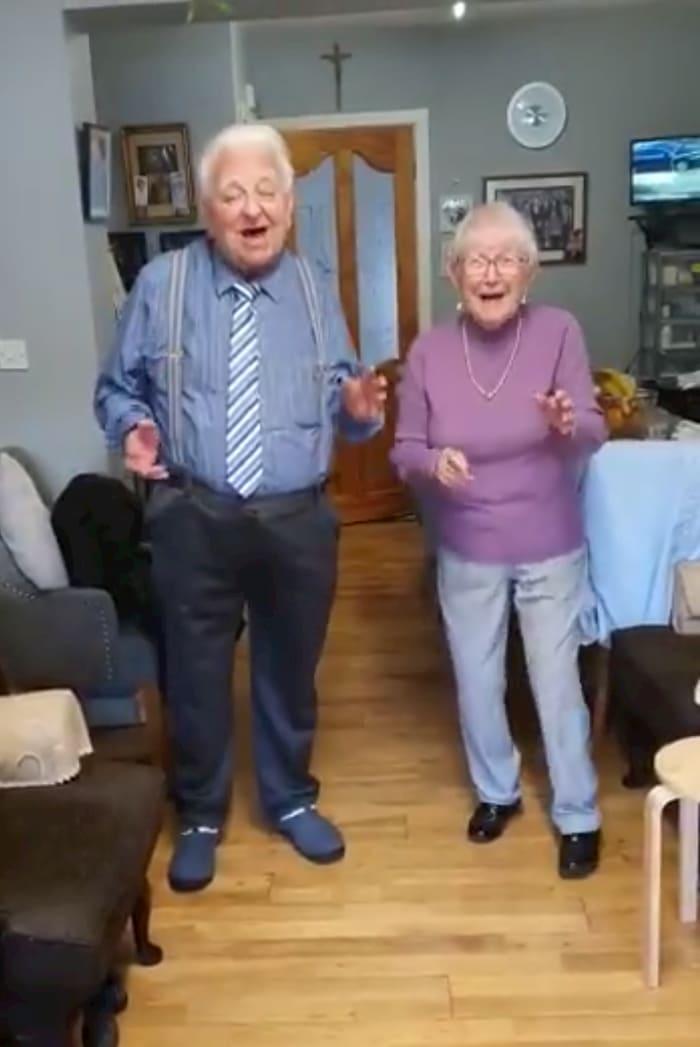 elderly-irish-couple-dance