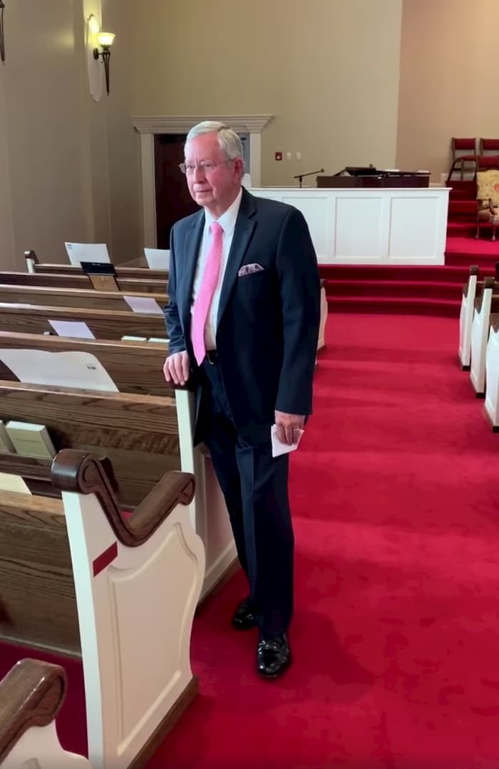 mississippi-pastor-preaches-to-empty-sanctuary-2