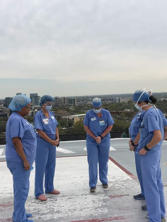 nashville-nurses-prays-at-helipad