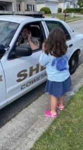deputy-signs-daughter-2