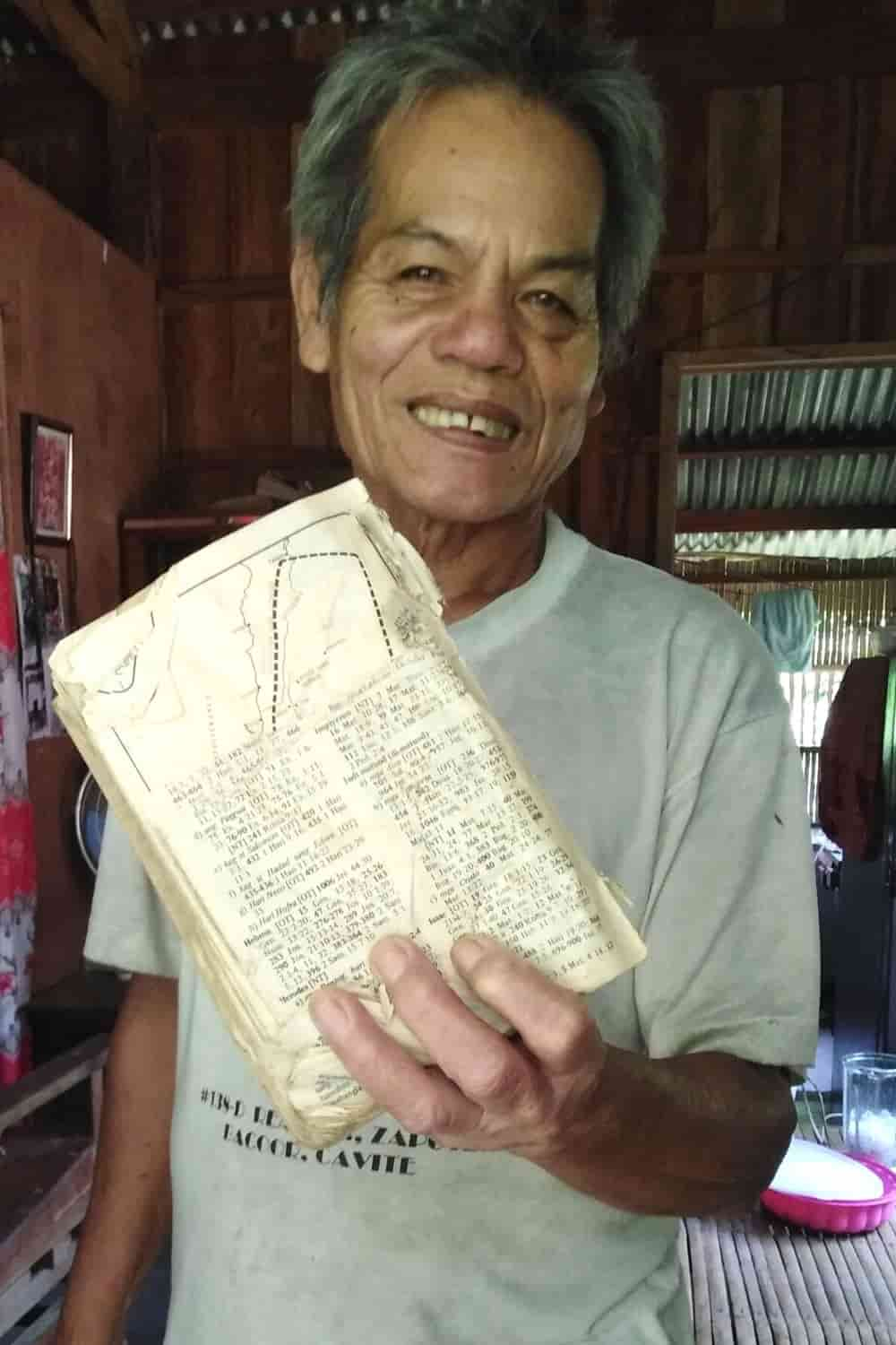 elderly-man-asks-for-bible-2
