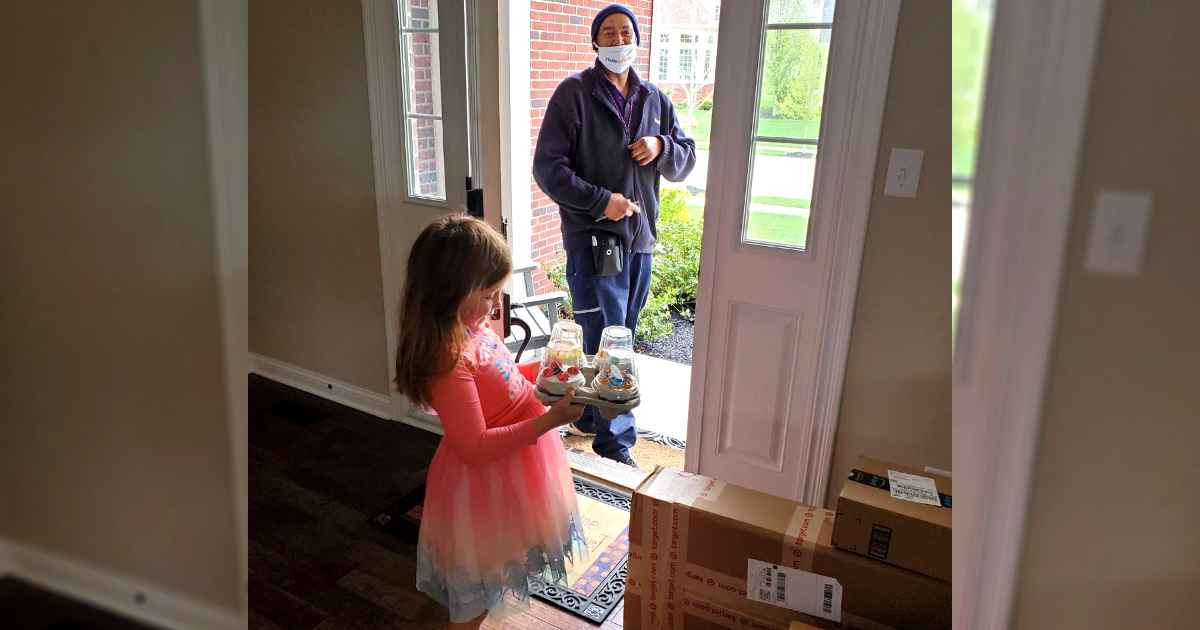fedex-driver-surprises-young-girl