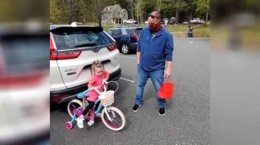 officer-gives-bike-to-little-girl