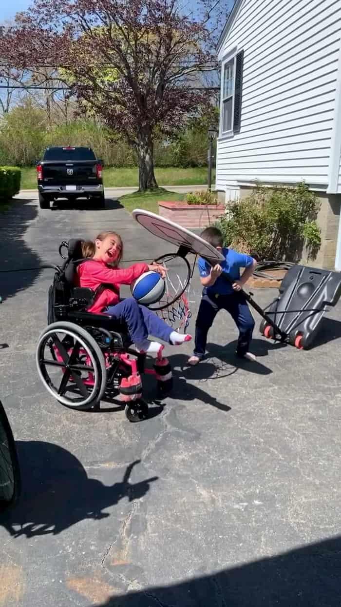 siblings-score-basket