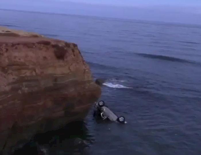 cop-rescues-twins