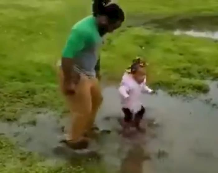 dad-plays-in-mud-with-daughter-3