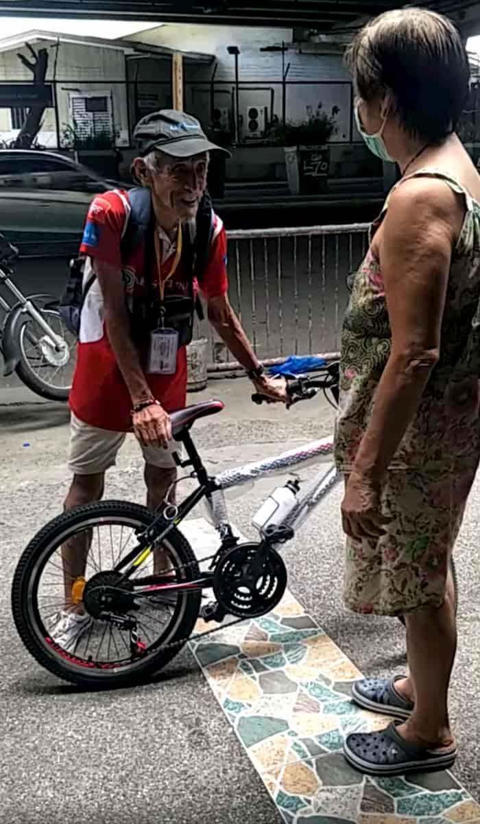 elderly-man-gets-bike-4