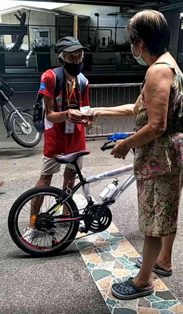 elderly-man-gets-bike-5