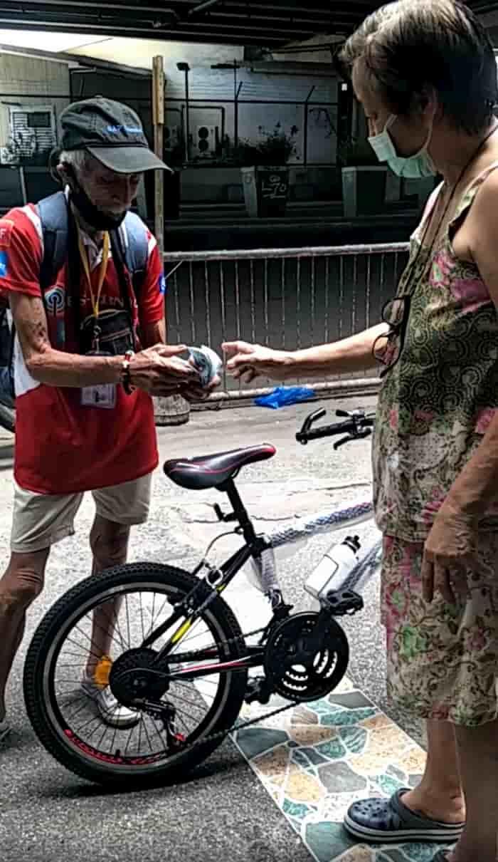 elderly-man-gets-bike-6