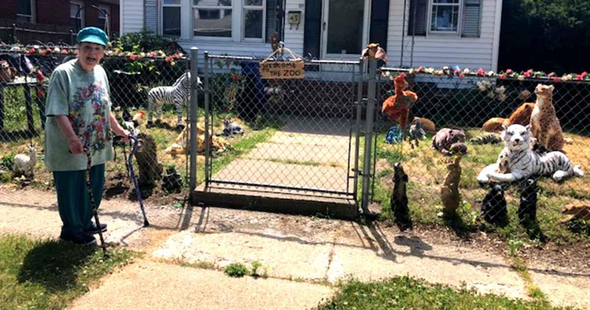 front-yard-zoo