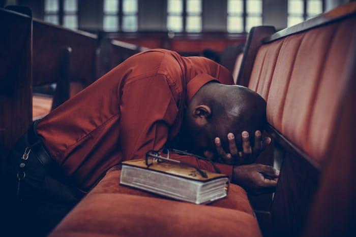 godly-father-praying-dad