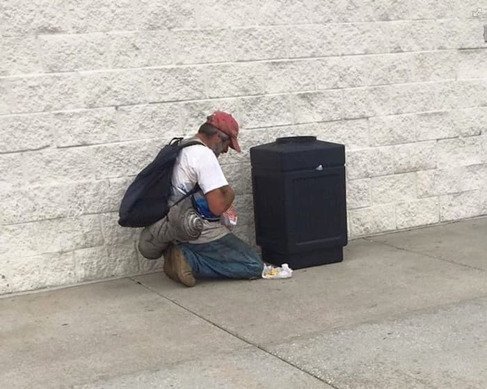 homeless-man-prays-for-food-2