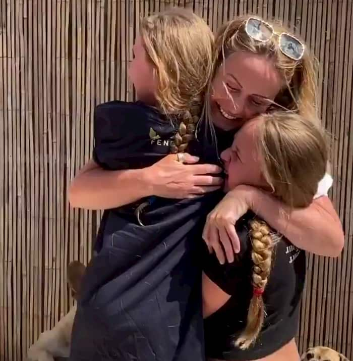 nurse-mom-daughters-surprise-reunion