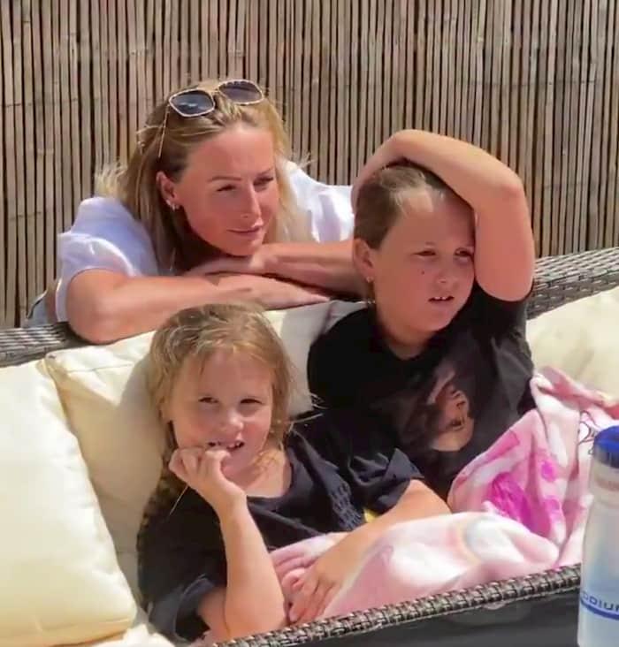 nurse-mom-surprises-daughters