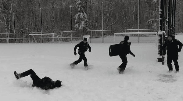 police-snow-game-3