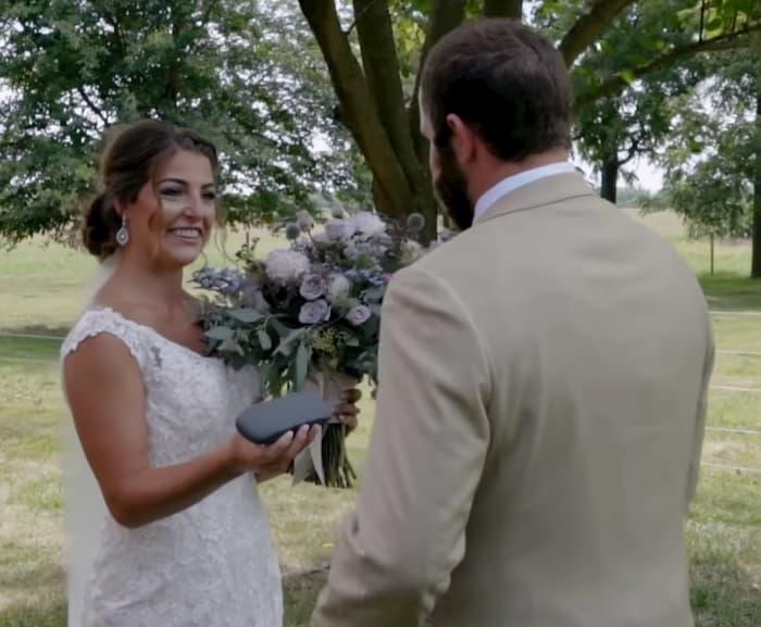 bride-gives-groom-color-blind-glasses-2