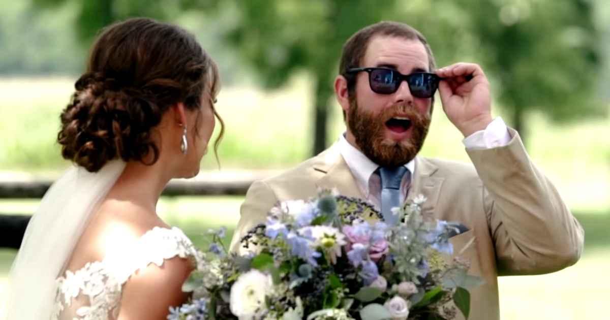 bride-gives-groom-color-blind-glasses