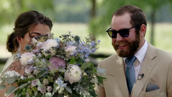 bride-gives-groom-color-glasses