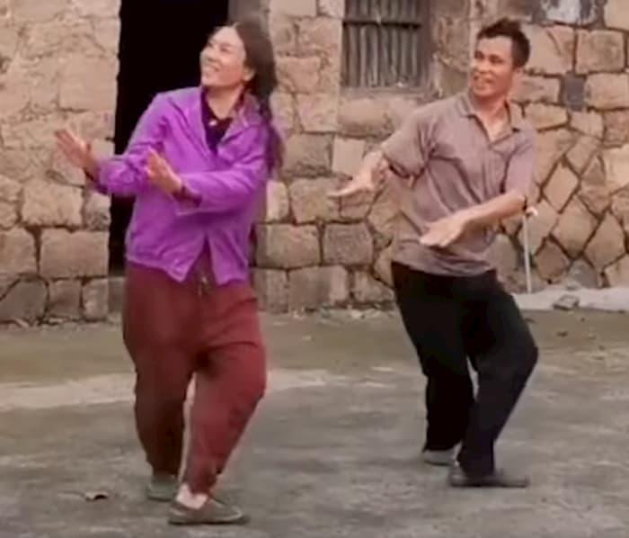 dancing-farmers