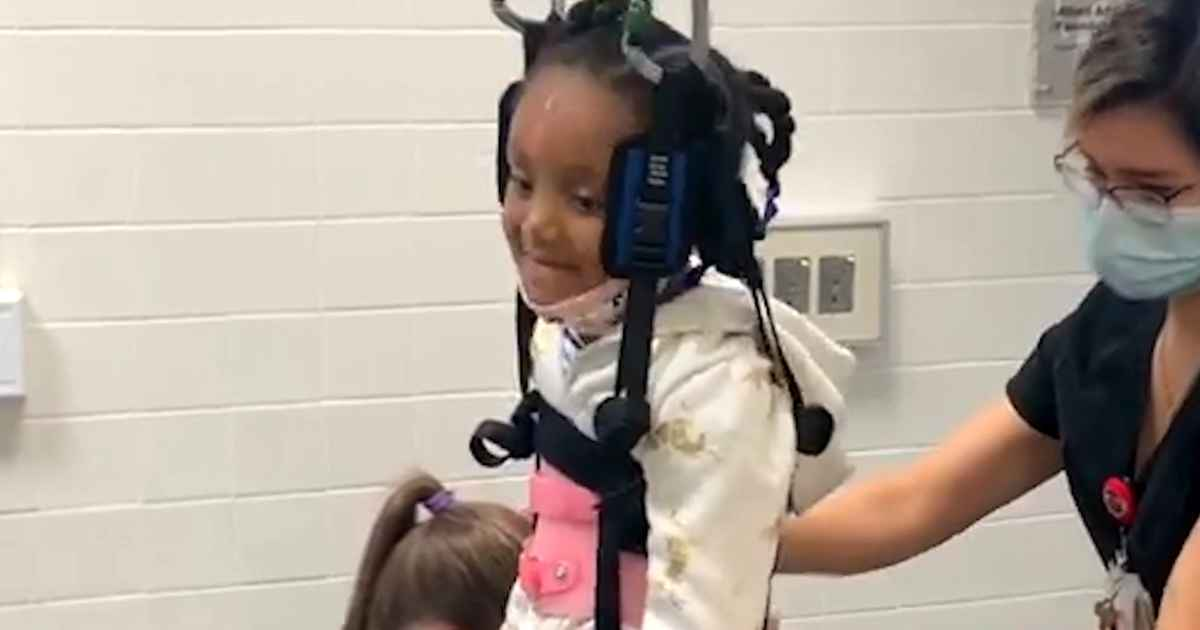 girl-with-spinal-injury-sings