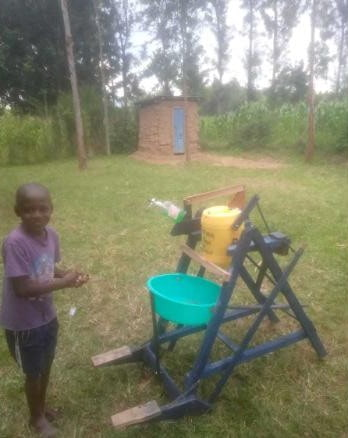 kenyan-boy-invents-hand-washing-machine