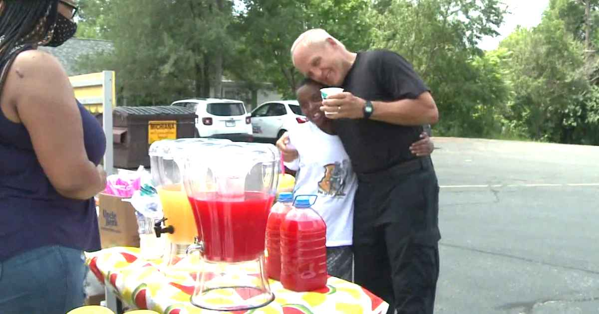 police-officer-helps-boy-with-lemonade-stand