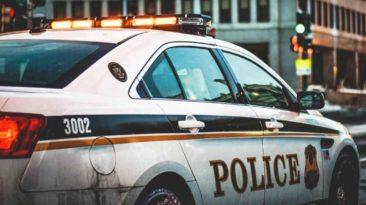 police-officer-helps-struggling-mom