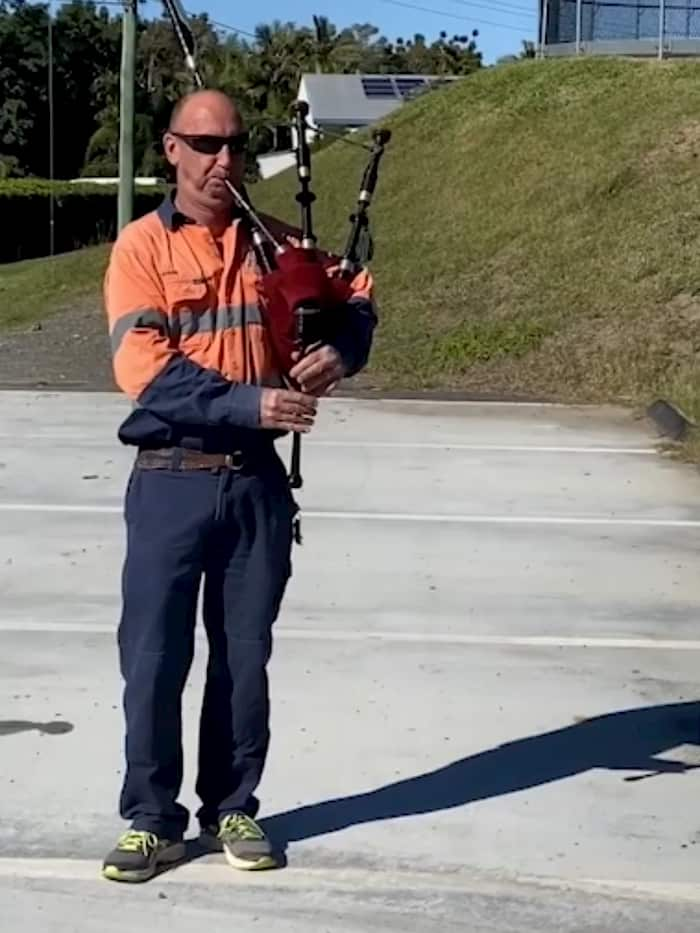 bagpiper-plays-amazing-grace-2