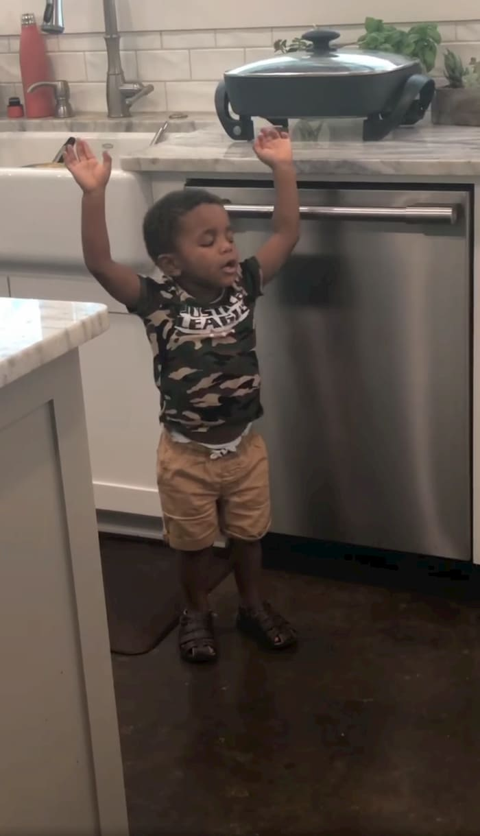 little-boy-worshiping-to-the-blessing-ezekiel-3