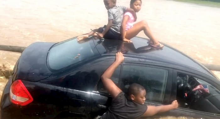 man-saves-family-from-flood-water-3