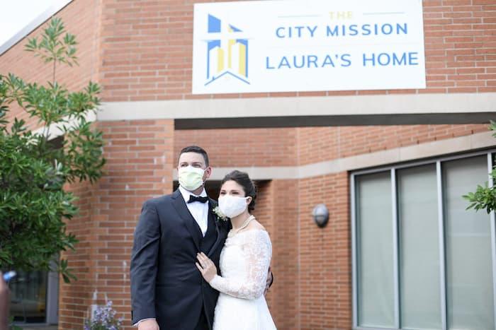 newlyweds-feeds-homeless-Melanie-and-Tyler-Tapajna