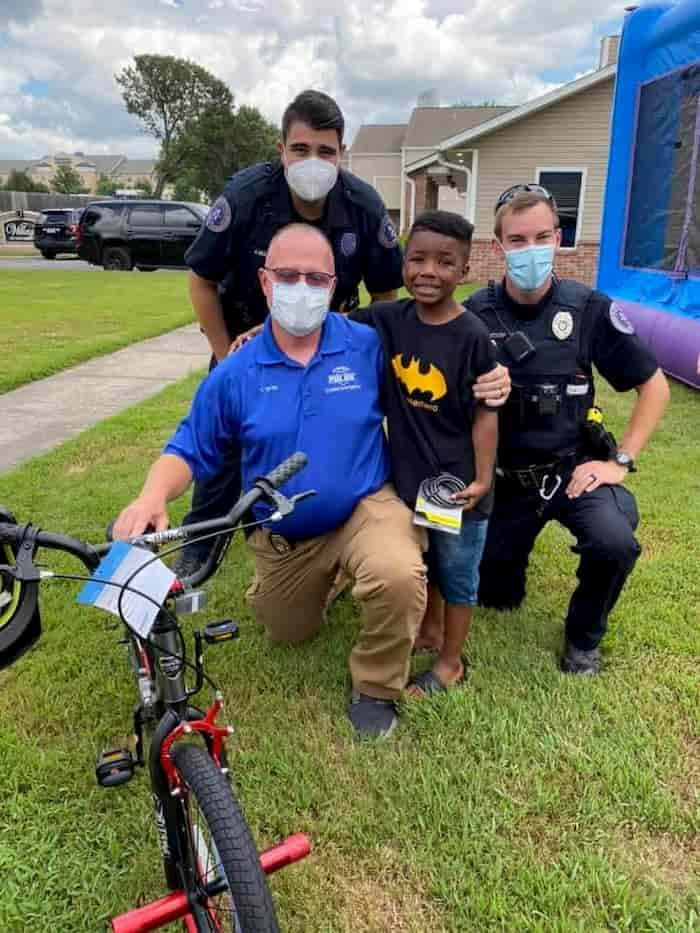 police-surprises-boy-with-stolen-bike-2