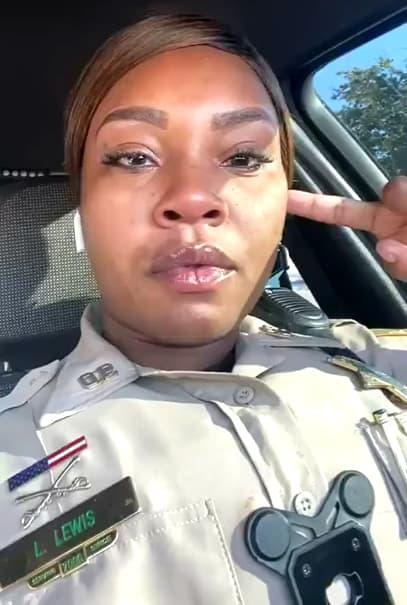 prayer-at-gas-station-officer-lewis-3