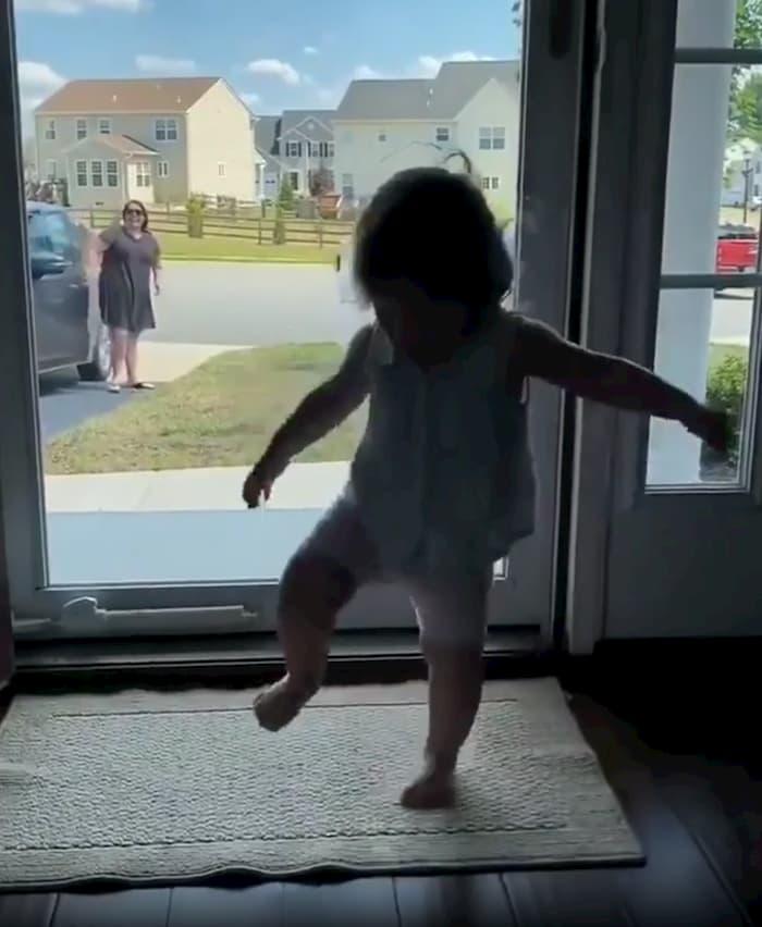 baby-happy-dance-2