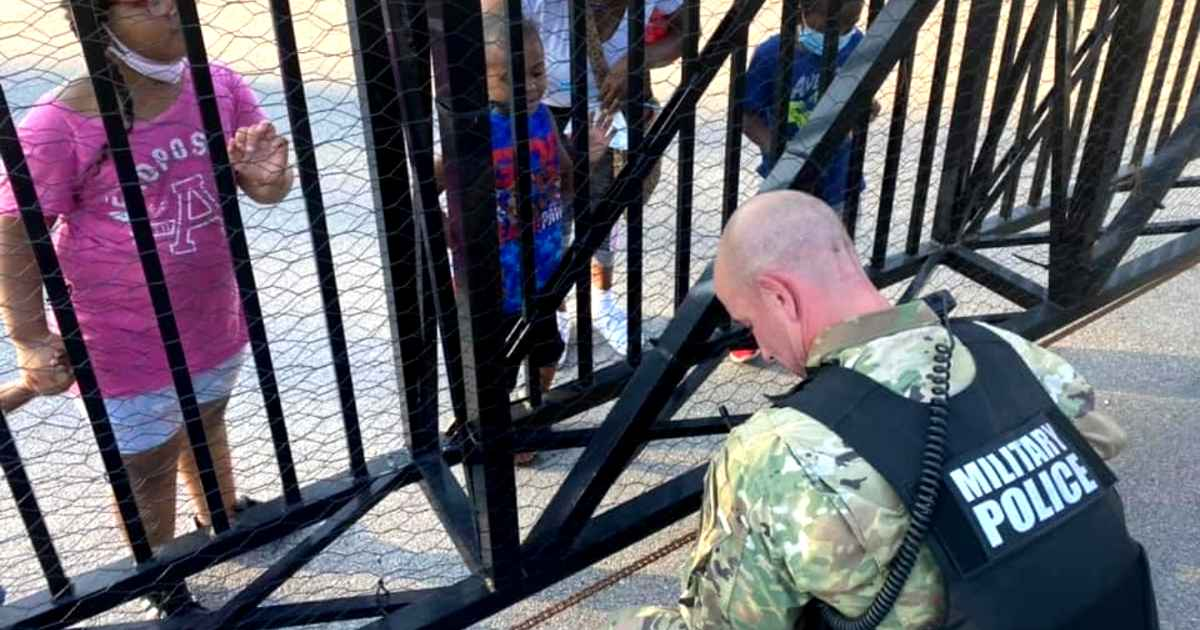 boy-prays-with-national-guardsman-kentucky-derby-protests