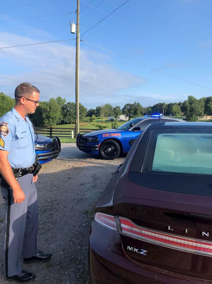 officer-helps-elderlt-driver-sgt-coffee-3