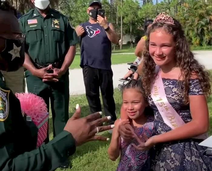 police-surprises-fallen-officer's-daughter-on-quinceañera-2