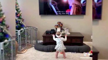 baby-girl-praising-god