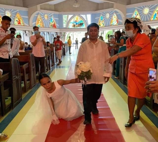 bride-without-legs-walk-down-aisle-3