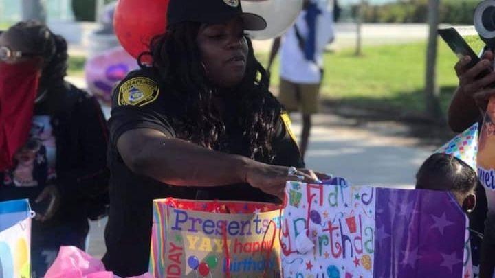 detroit-police-chaplain-prays-for-city-nora-jones-4
