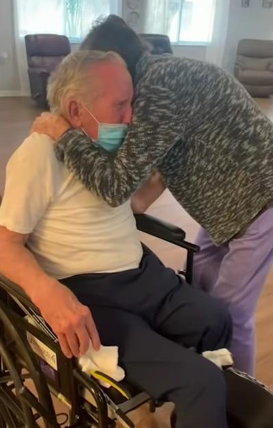 elderly-couple-reunited-coronavirus-2