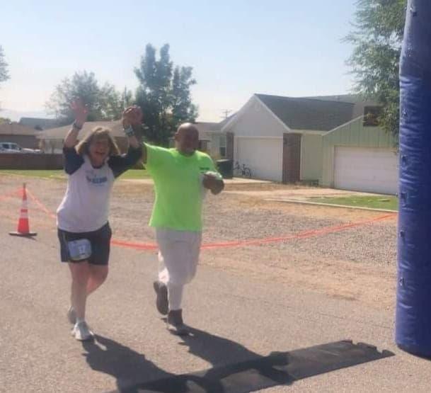 prison-inmate-helps-marathoner-finish-race-2
