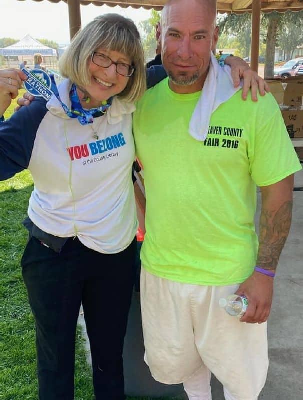 prison-inmate-helps-marathoner-finish-race